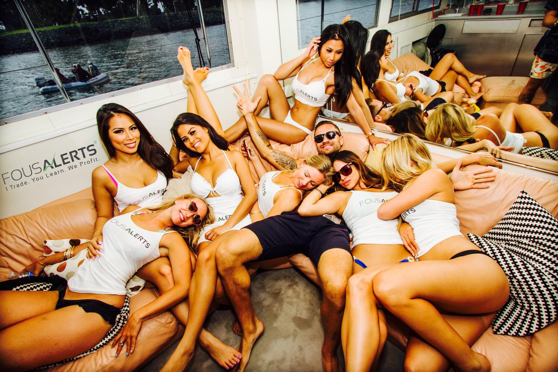 вечеринки с голыми бабами фото сожалению, название видеоматериала